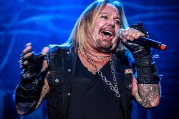 Bang Your Head - live - 2017 - vince neil